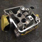 東名エンジンで加工したCRF25Rヘッド。